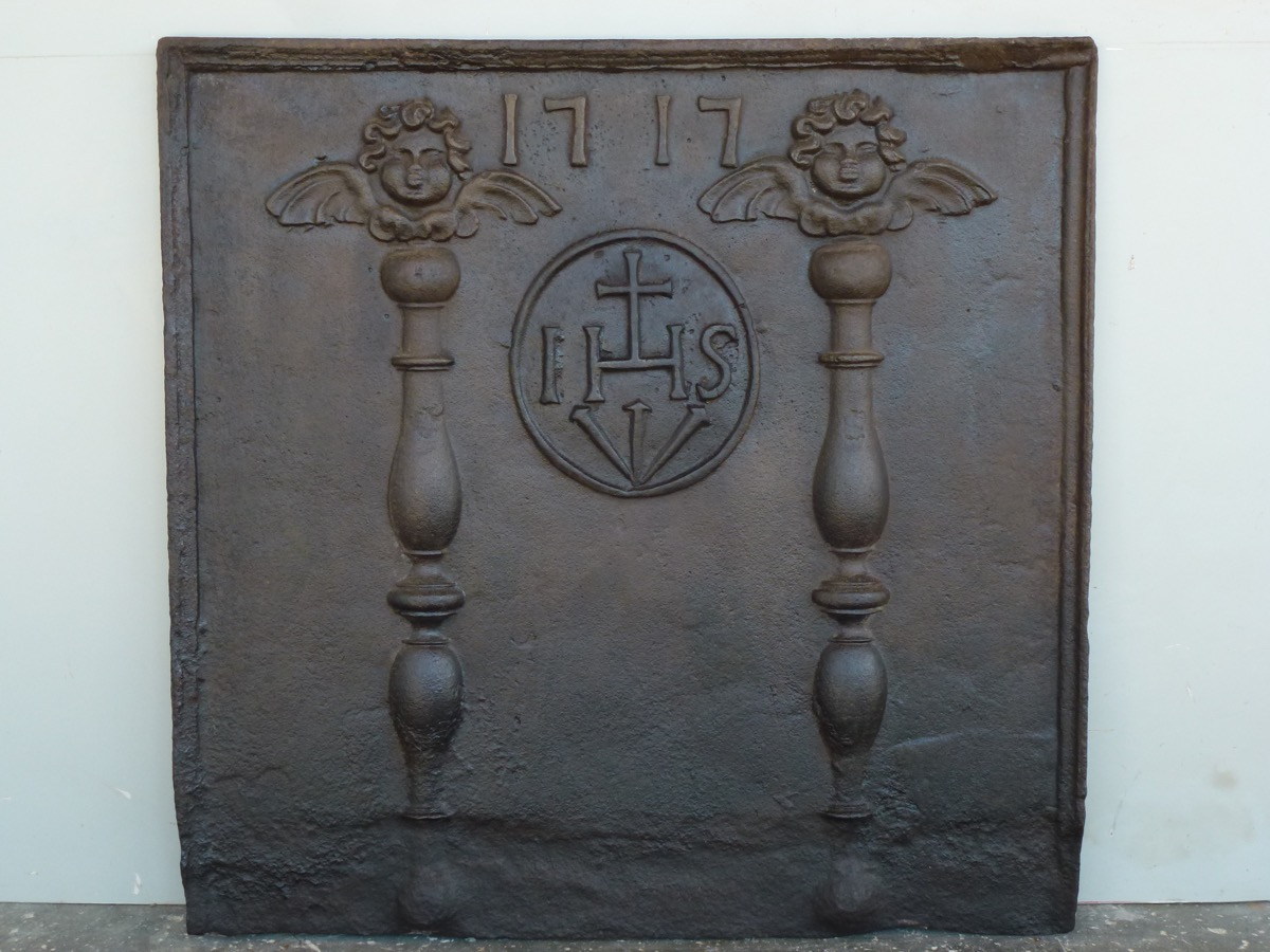 Antique fireback, Cast iron fire-back  - Cast iron - Louis XIV - XVIIIthC.