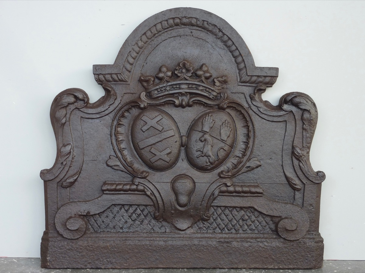 Antique fireback, Cast iron fire-back  - Cast iron - Louis XV - XVIIIthC.