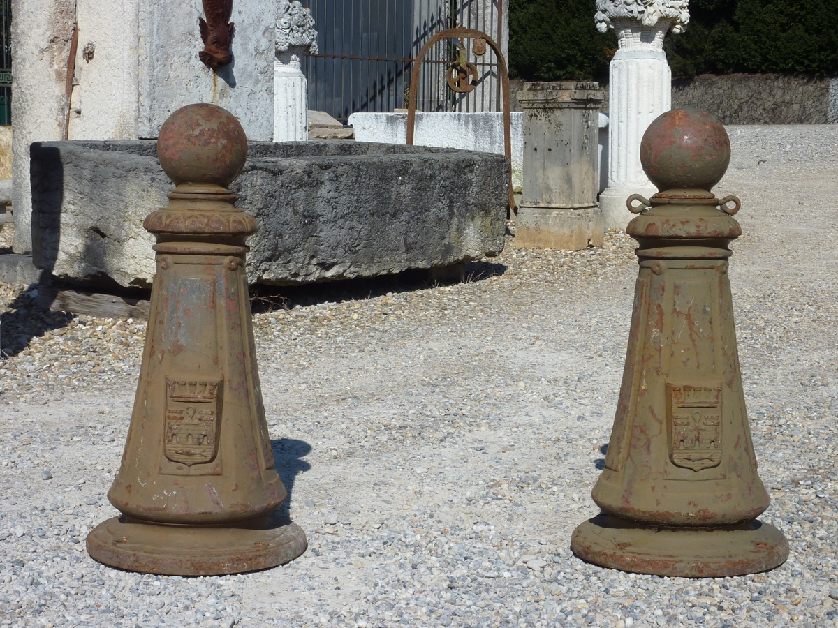 Antique bollard, Pilaster  - Cast iron - Napoléon III - XIXth C.
