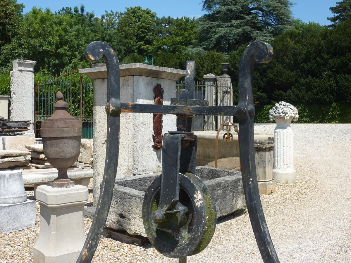 Antique well, Edge well  - Wrought iron - Rustic country - XVIII<sup>th</sup> C.