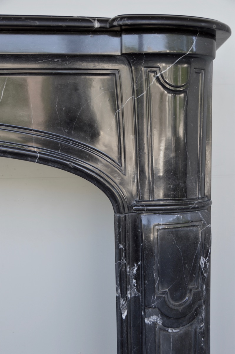 Antique fireplace  - Marble - Louis XIV - XVIII<sup>th</sup> C.