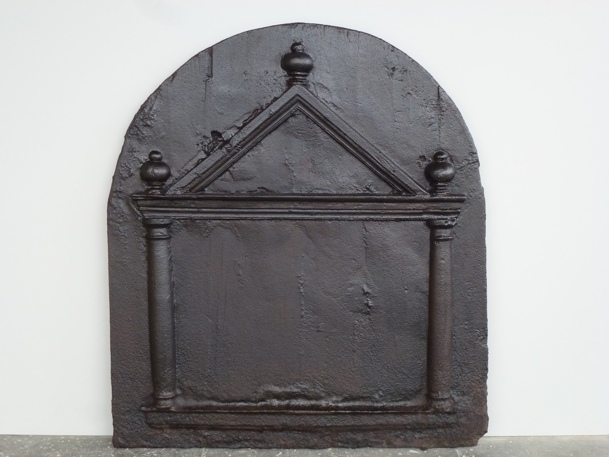 Antique fireback, Cast iron fire-back  - Cast iron - Medieval - XVIth C.
