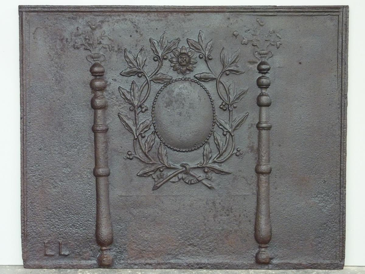 Antique fireback, Cast iron fire-back  - Cast iron - Louis XVI - XIXthC.