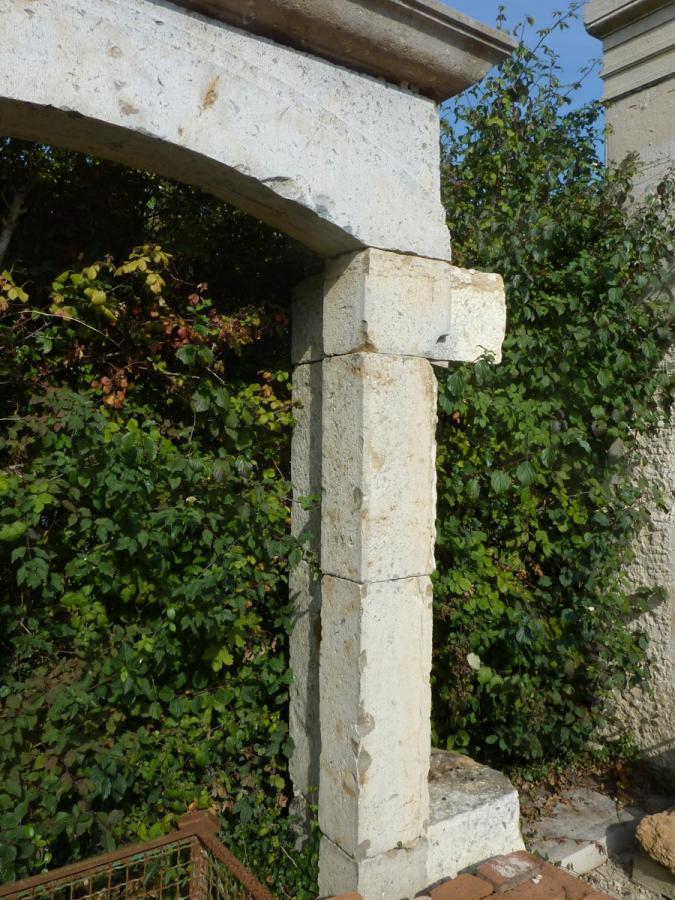 encadrement de porte et fen tre en pierre pierre louis xiv xviie s a 127. Black Bedroom Furniture Sets. Home Design Ideas