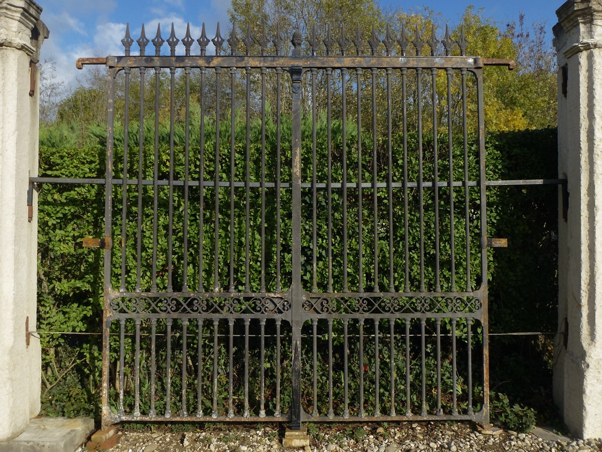 Antique gate, Gatepillar  - Wrought iron - Restauration - XIXth C.