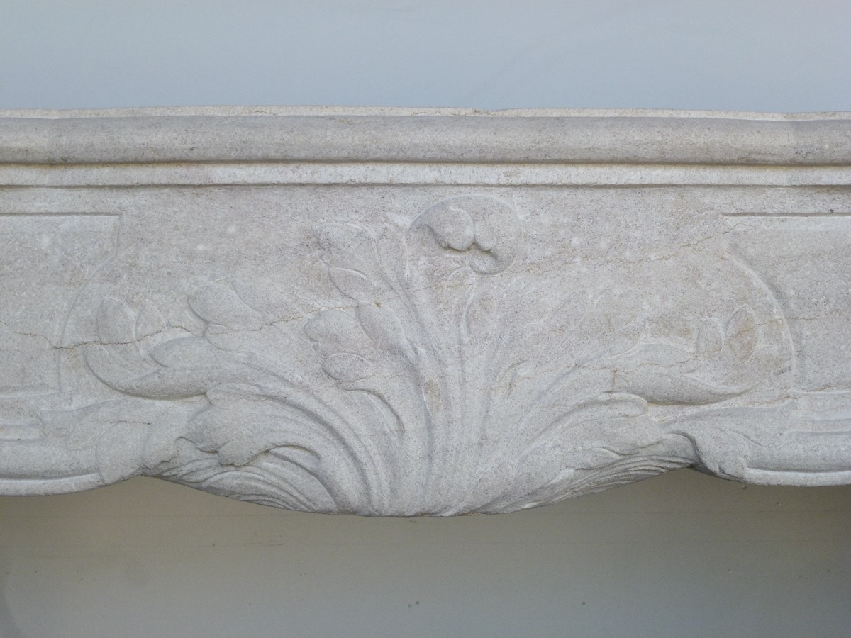 Antique fireplace  - Stone - Régence - XVIII<sup>th</sup> C.