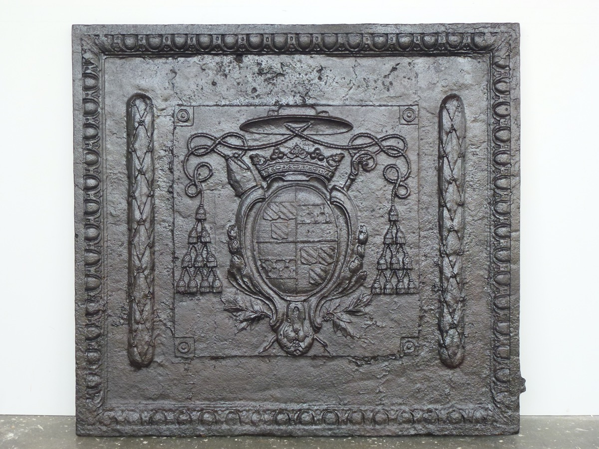 Antique fireback, Cast iron fire-back  - Cast iron - Louis XIV - XVIIIth C.