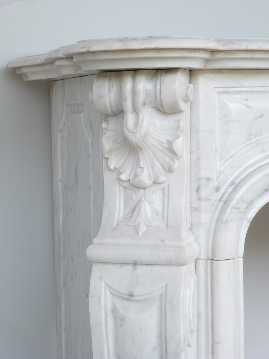Antique fireplace  - Marble - Louis XV - XIX<sup>th</sup> C.