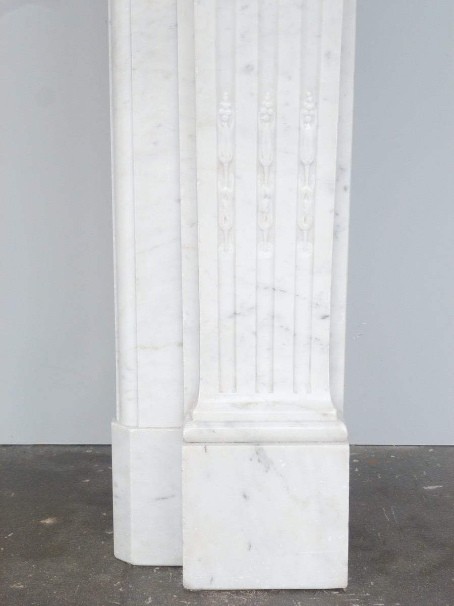 Antique fireplace  - Marble - Louis XVI - XIX<sup>th</sup> C.