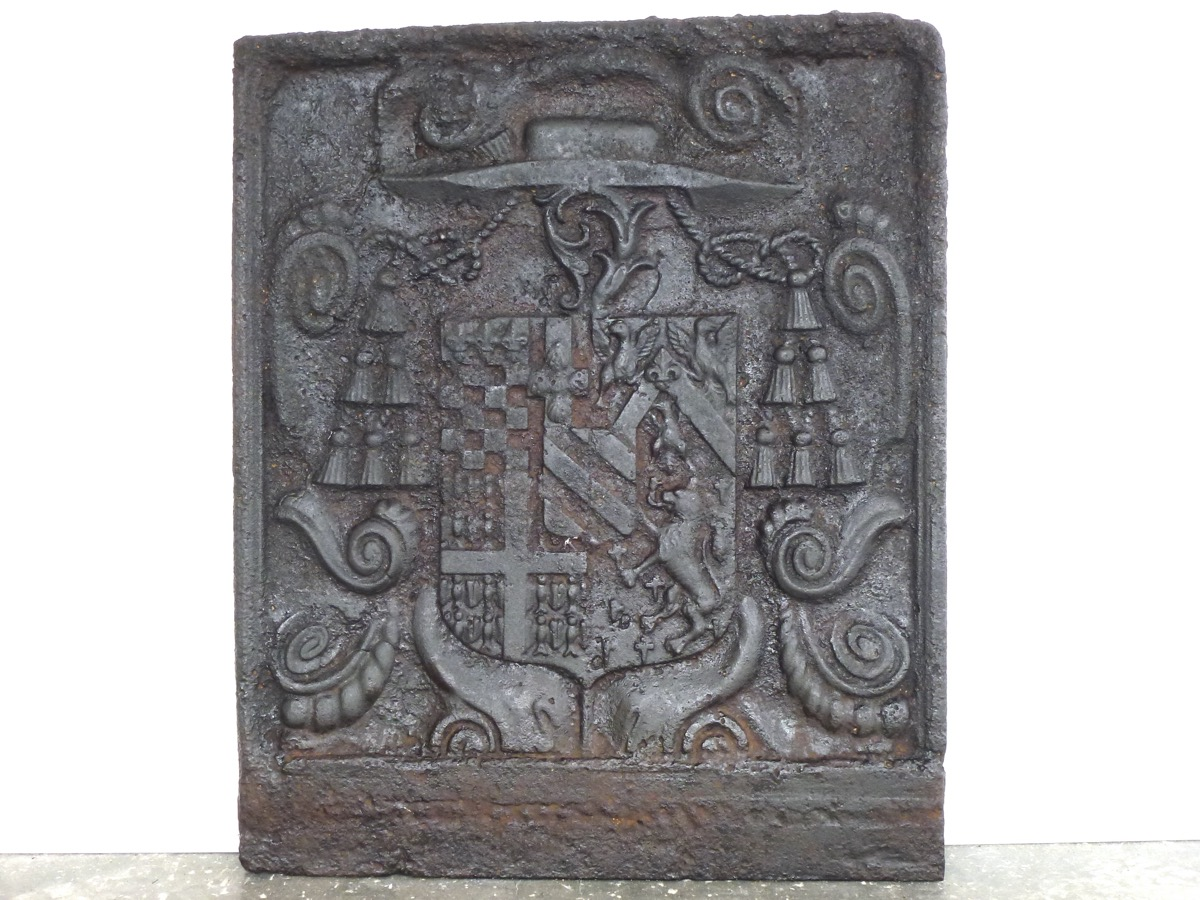 Antique fireback, Cast iron fire-back  - Cast iron - Louis XIV - XVIIth C.