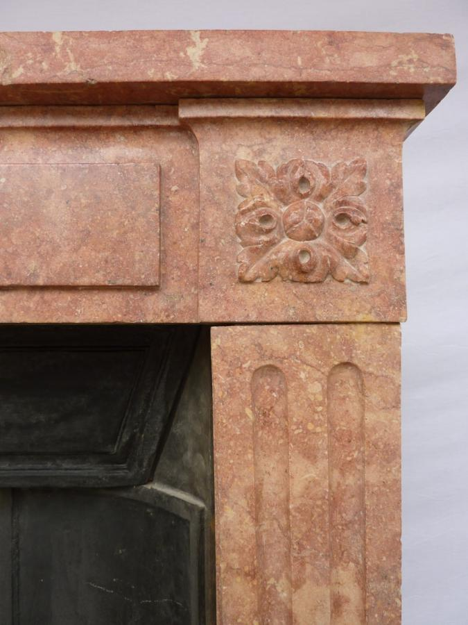 Antique fireplace  - Stone - Louis XVI - XVIII<sup>th</sup> C.