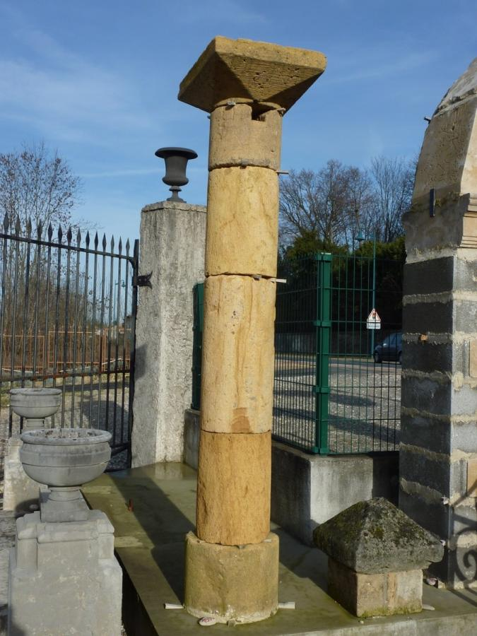 Antique column, Pillar  - Stone  - XVIIIthC.