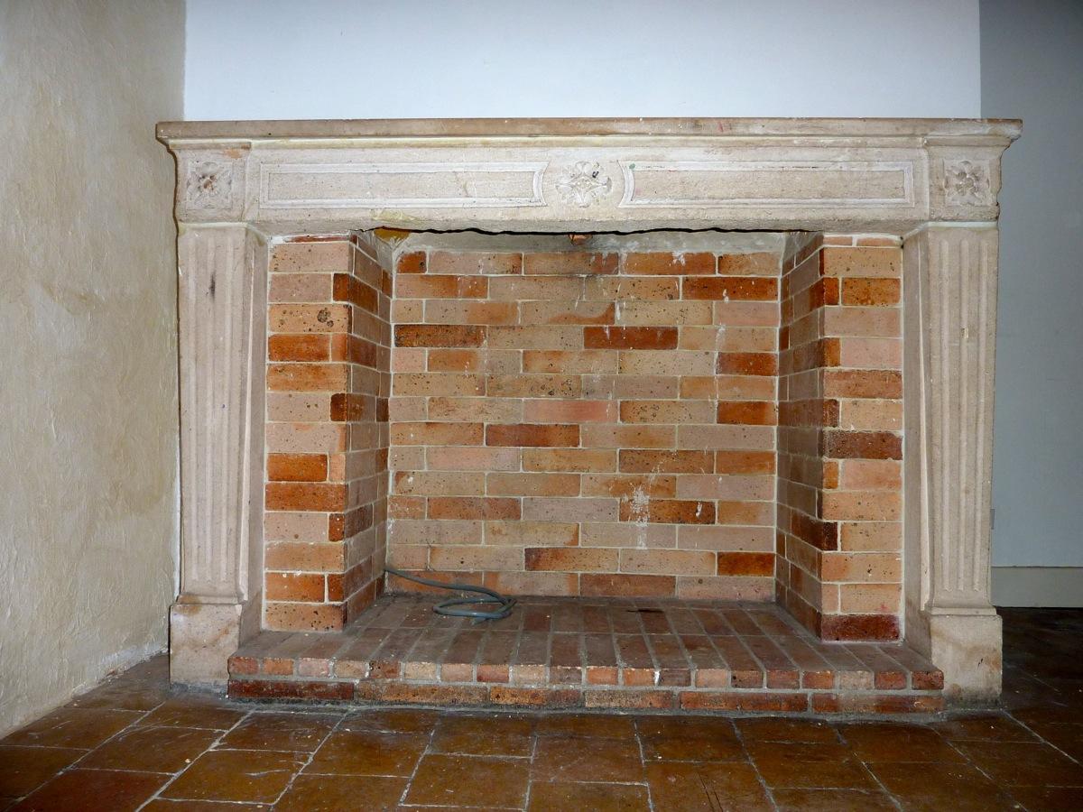 chemine en pierre a noter le travail des dtails dans la pierre with chemine en pierre top. Black Bedroom Furniture Sets. Home Design Ideas