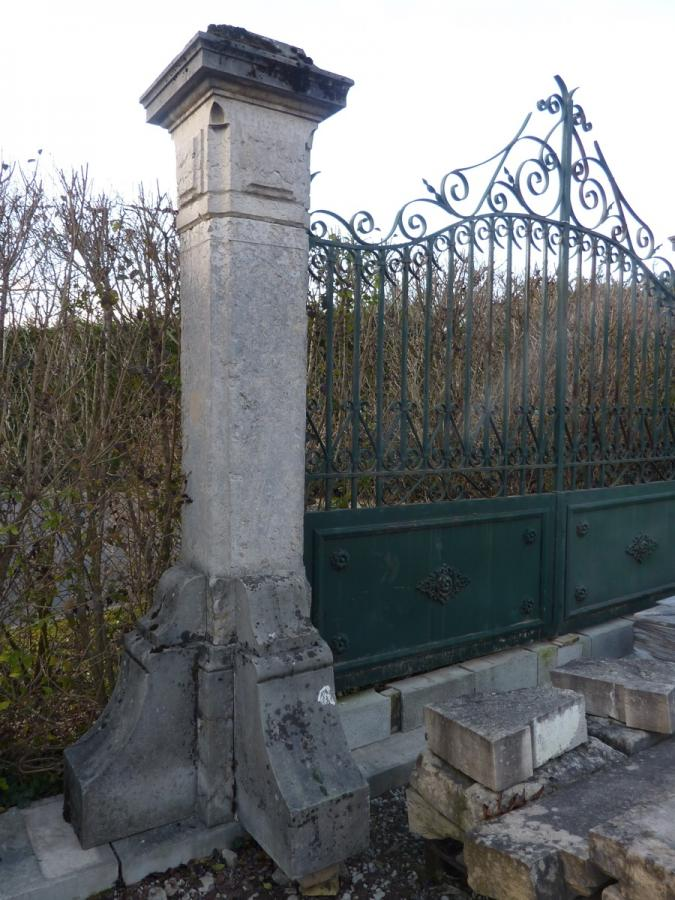 Antique gate, Gatepillar  - Stone - Haussmannien - XIXth C.