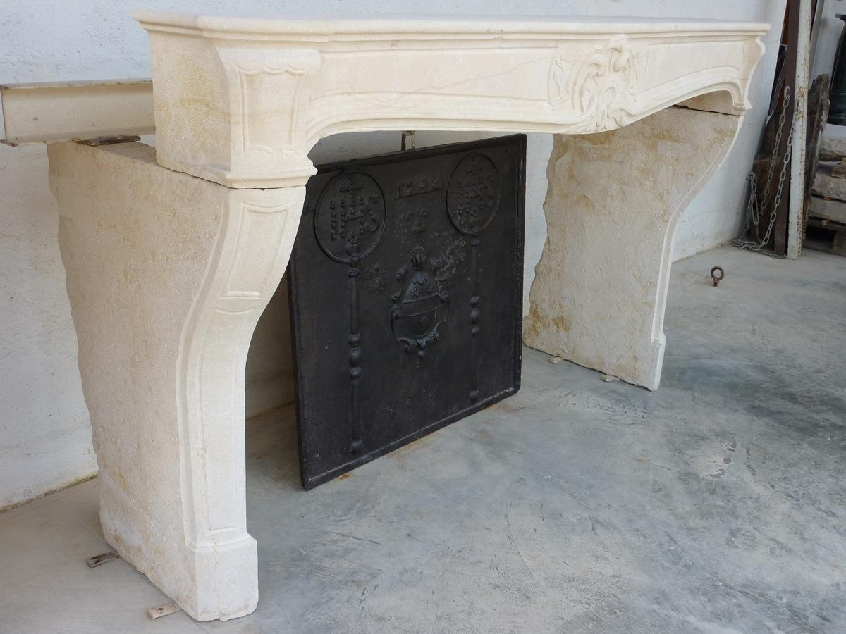 Chemin e ancienne pierre louis xv xviiie s c 472 for Peinture pour cheminee en pierre