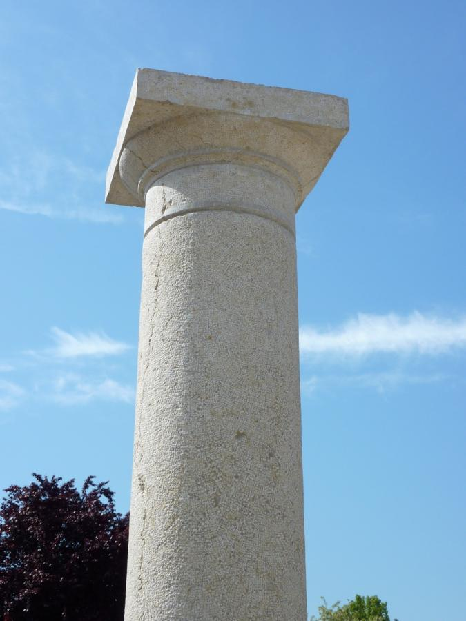 Antique column, Pillar  - Stone - Haussmannien - XIX<sup>th</sup> C.