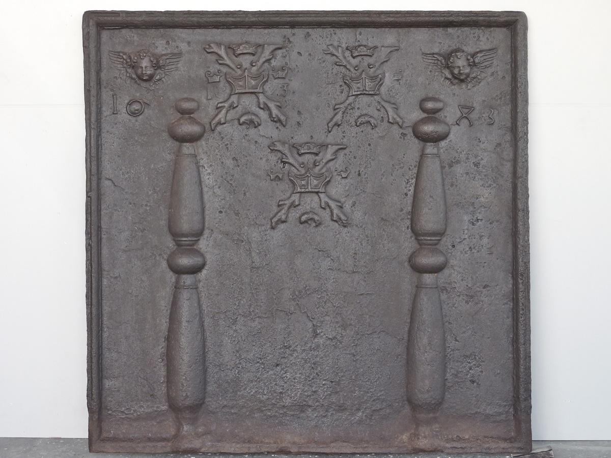 Antique fireback, Cast iron fire-back  - Cast iron  - XVIIthC.