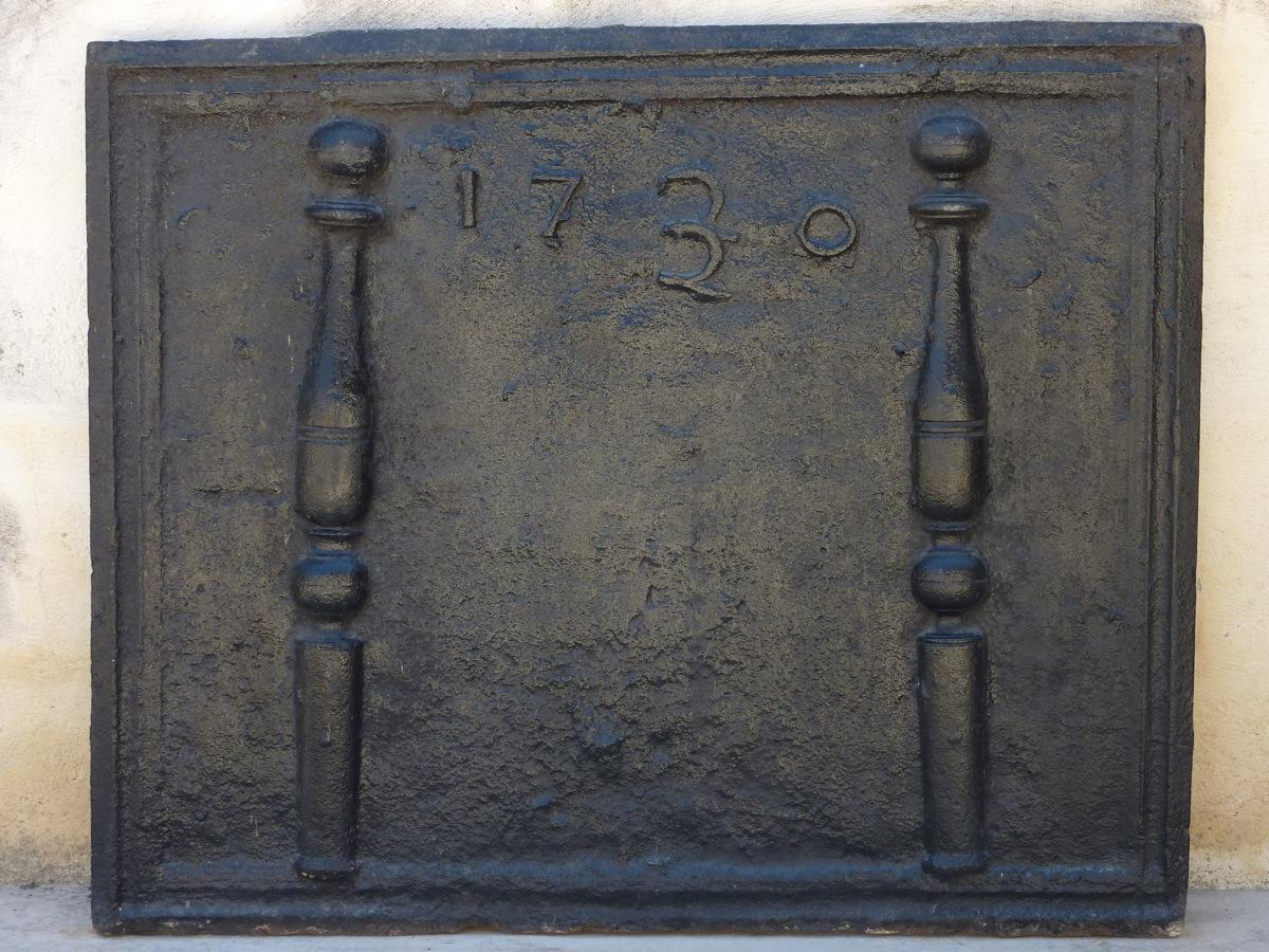 Antique fireback, Cast iron fire-back  - Cast iron  - XVIIIthC.