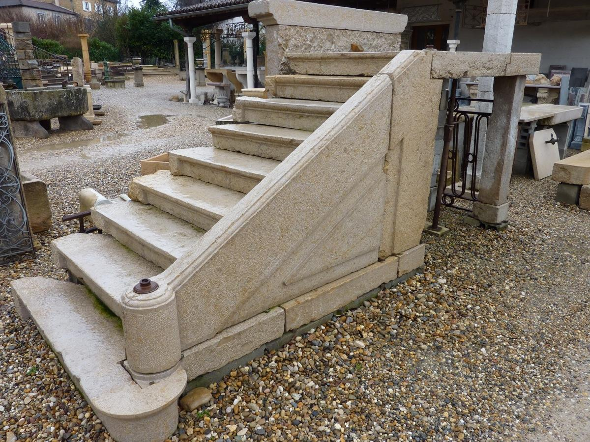 escalier en pierre ancien. Black Bedroom Furniture Sets. Home Design Ideas