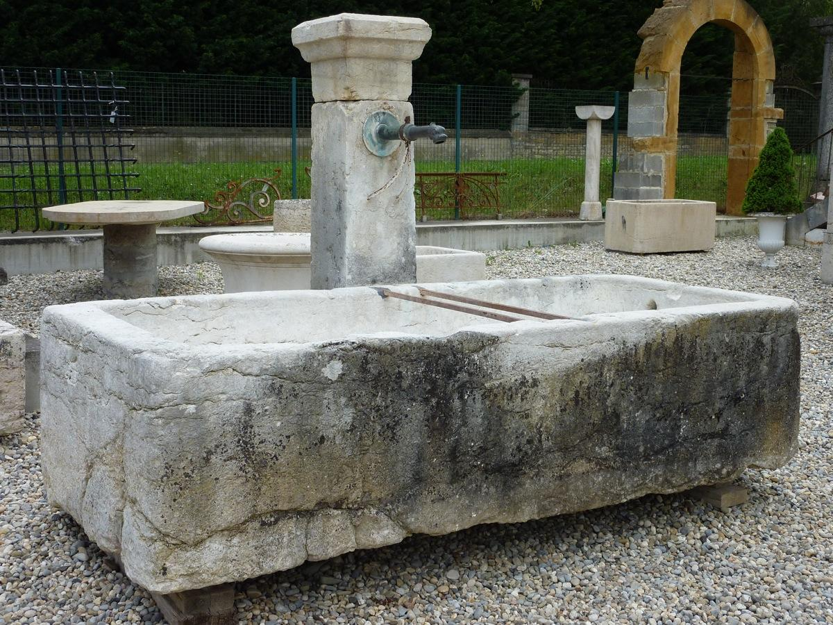 Antique stone fountain stone rustic country xviiith c dj 741 for Fontaine de jardin en pierre ancienne