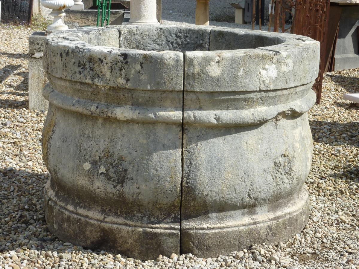 puits en pierre margelle de puits pierre louis xiv xviie s dj 869. Black Bedroom Furniture Sets. Home Design Ideas