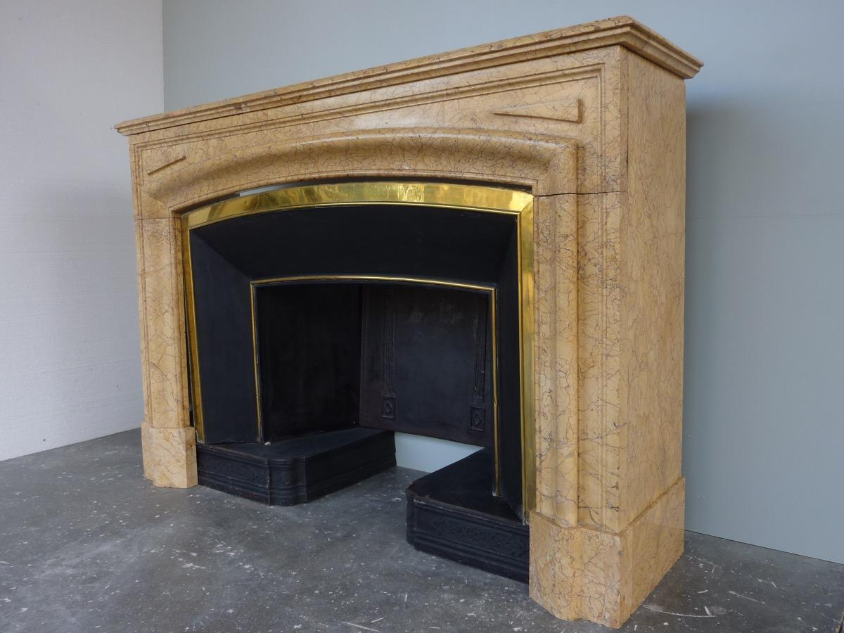 Antique fireplace  - Marble - Louis XIV - XIX<sup>th</sup> C.