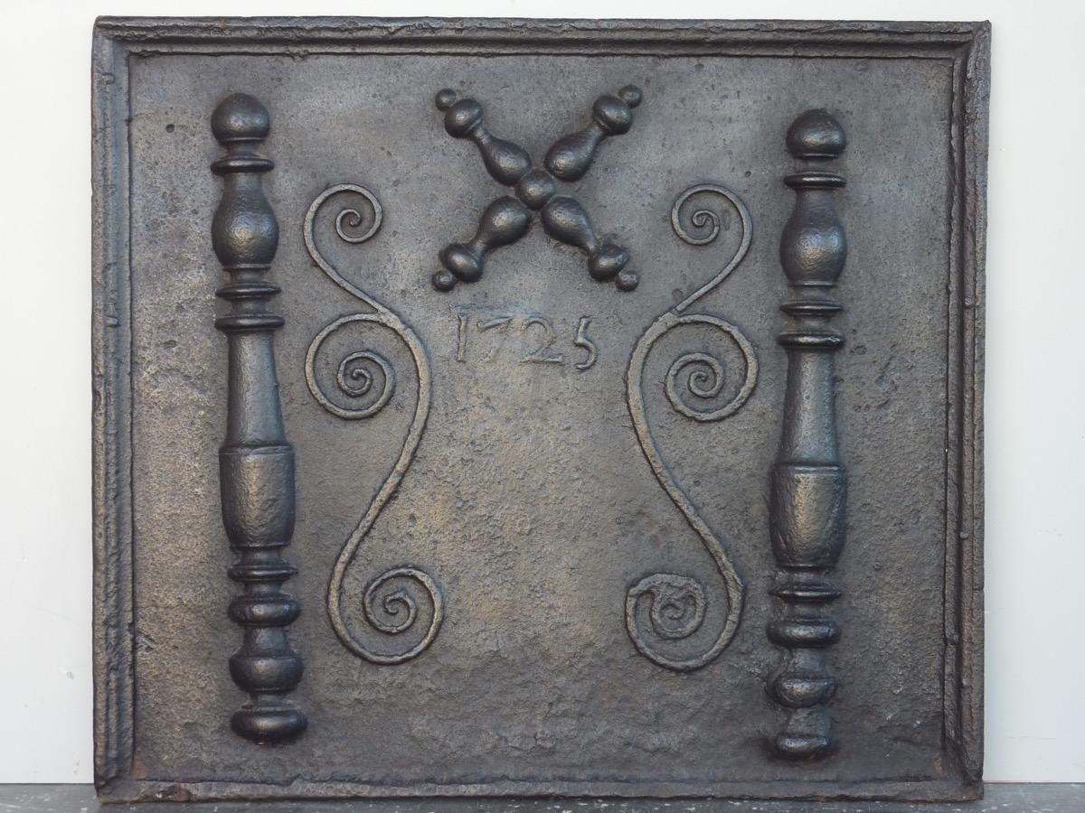 Antique fireback, Cast iron fire-back  - Cast iron - Régence - XVIIIthC.